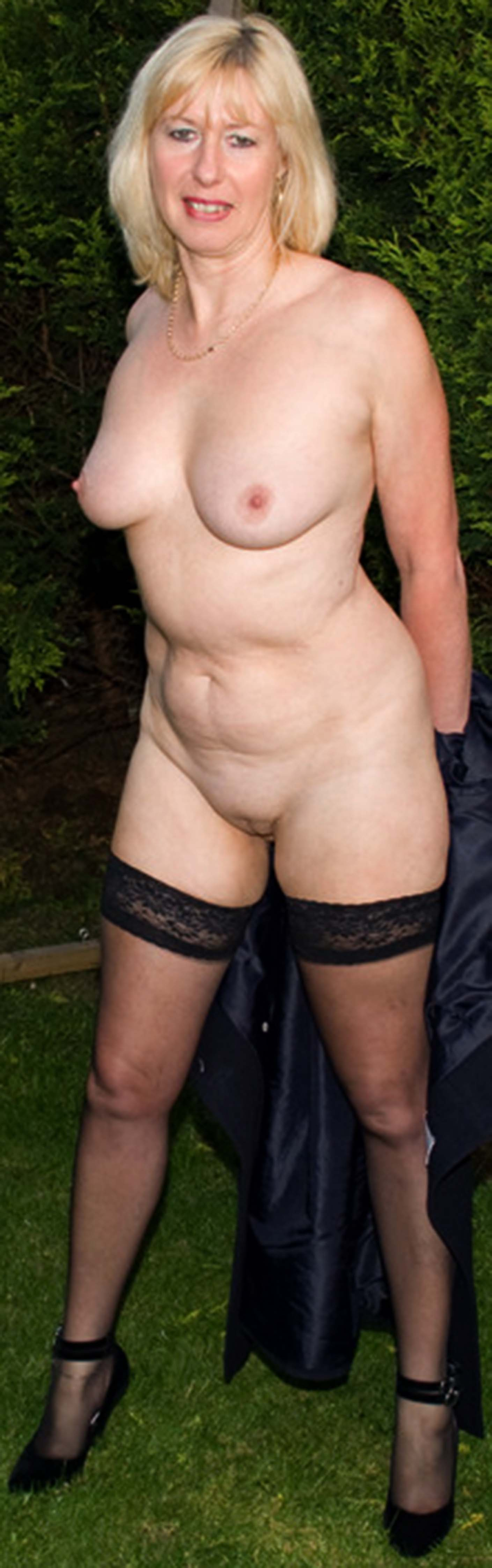 pale girl naked pussy